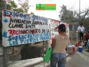 La Coordinadora Estatal de Trabajadores de la Educación en Guerrero (CETEG) cerró la delegación regional de Servicios Educativos de la Secretaria de Educación Guerrero (SEG) para exigir la incorporación de 8 mil plazas administrativos que les suspendieron el pago y reconocimiento a la Subsecretaria de los Pueblos Indígenas. Foto: Antonia Ramirez