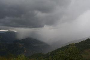 Montaña lluviosa en noviembre