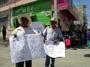 Vecinos exigiendo agua en Tlapa. Foto archivo
