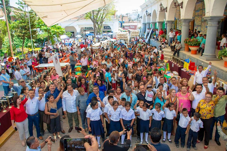 Cabildo de Tlapa entrega apoyos educativos 2 de abril de 2019